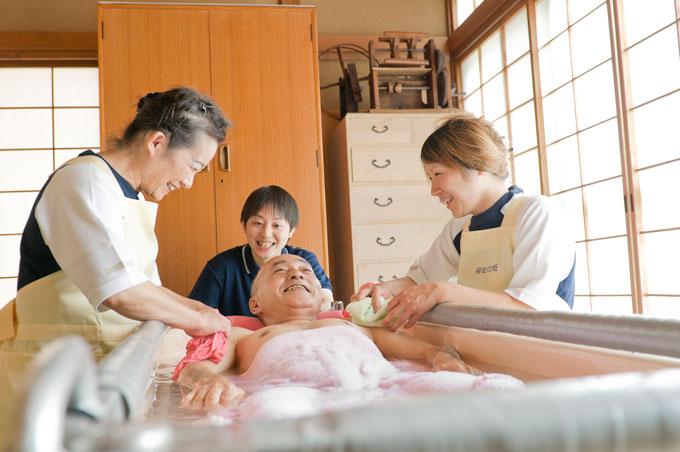 訪問入浴で働く職員の仕事内容や業務について